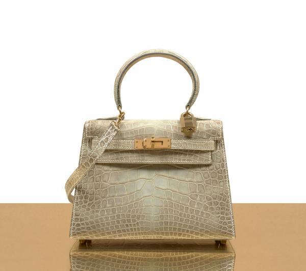 Vente Hermès summer collection, lot 1062 : HERMÈS 1995, Sac MINI KELLY 20 cm. Adjugé frais inclus : 32 500 €